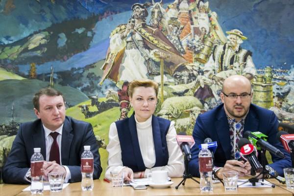 Депутати об'єднання «Буковина» наполягають на тому, щоб у бюджеті-2017 утримання та ремонт дороги «Житомир – Чернівці» йшло окремим рядком